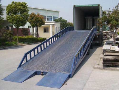 液压移动式登车桥