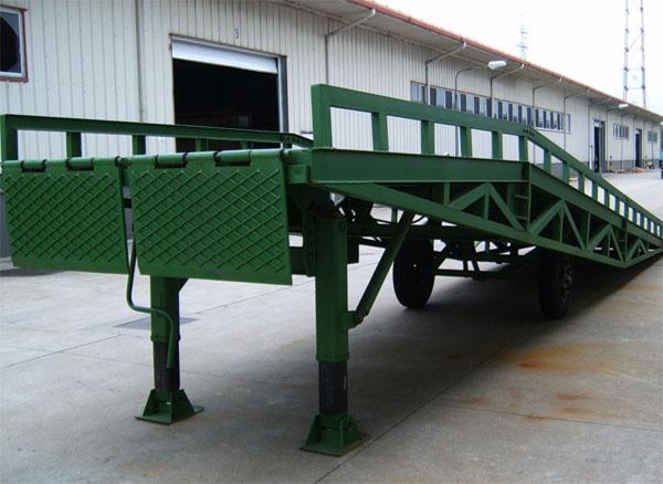 支腿式移动式登车桥