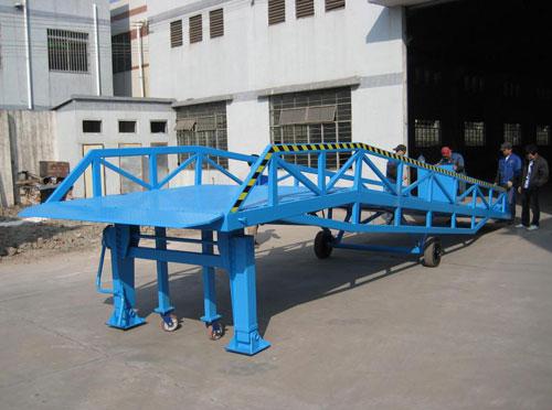 厂房移动式登车桥